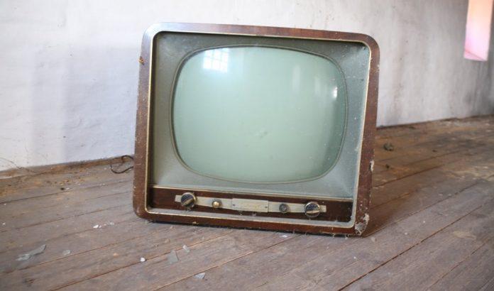 Сколько может работать телевизор?