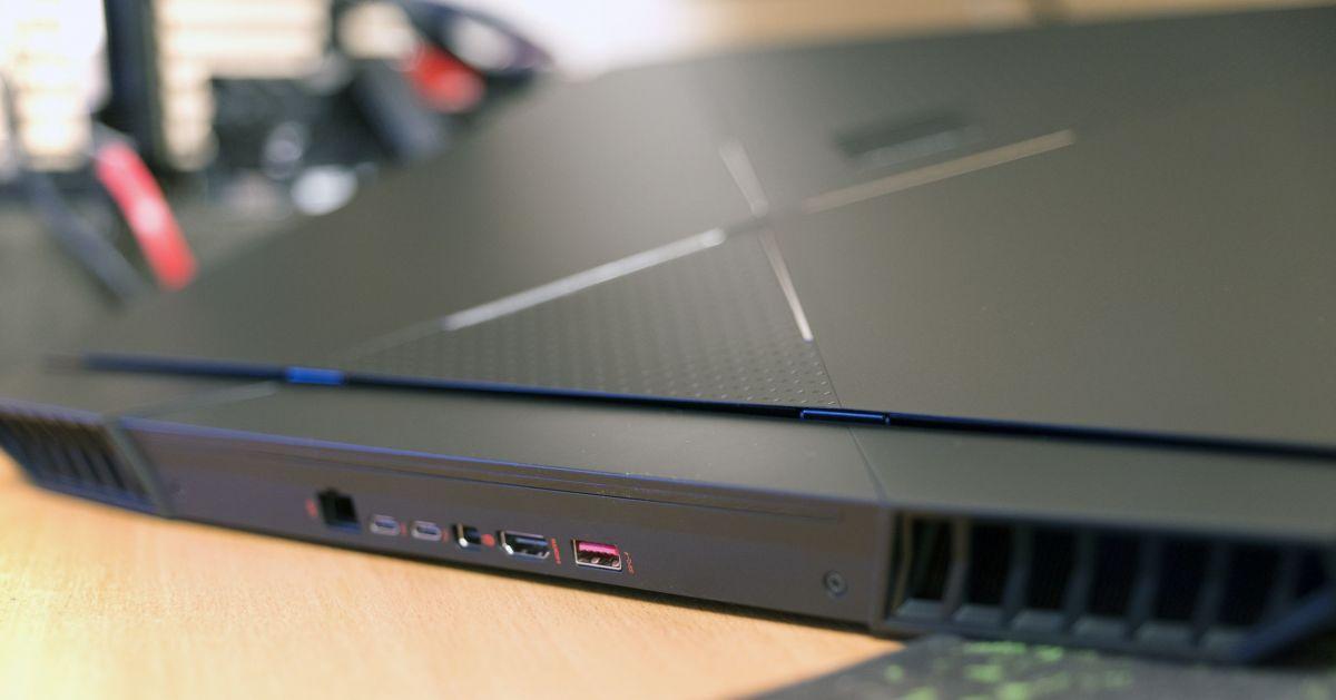 HP Omen X 17ap004ur - разъемы сзади