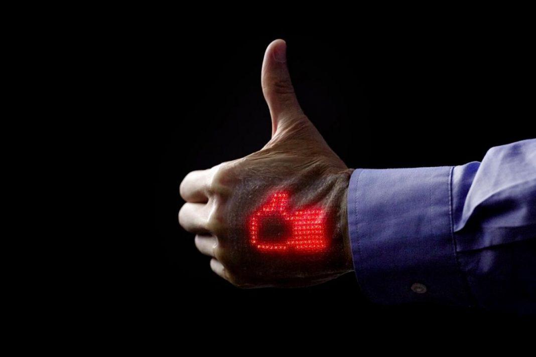 Создан дисплей, который можно клеить на кожу