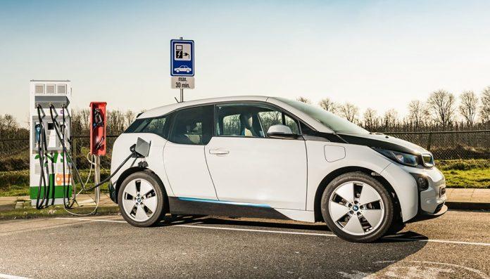 Новые электромобили смогут заряжаться за 10 минут и ездить на дальние расстояния