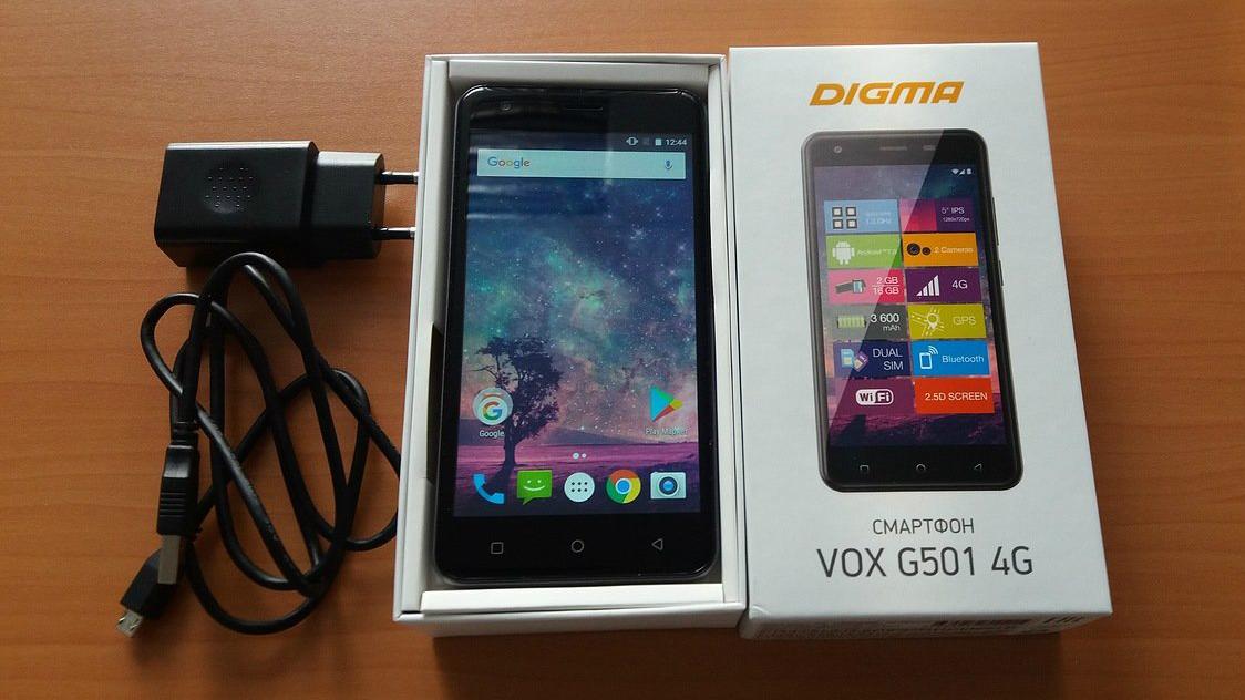 В комплект поставки Digma VOX G501 4G входят аккумулятор и USB-кабель.