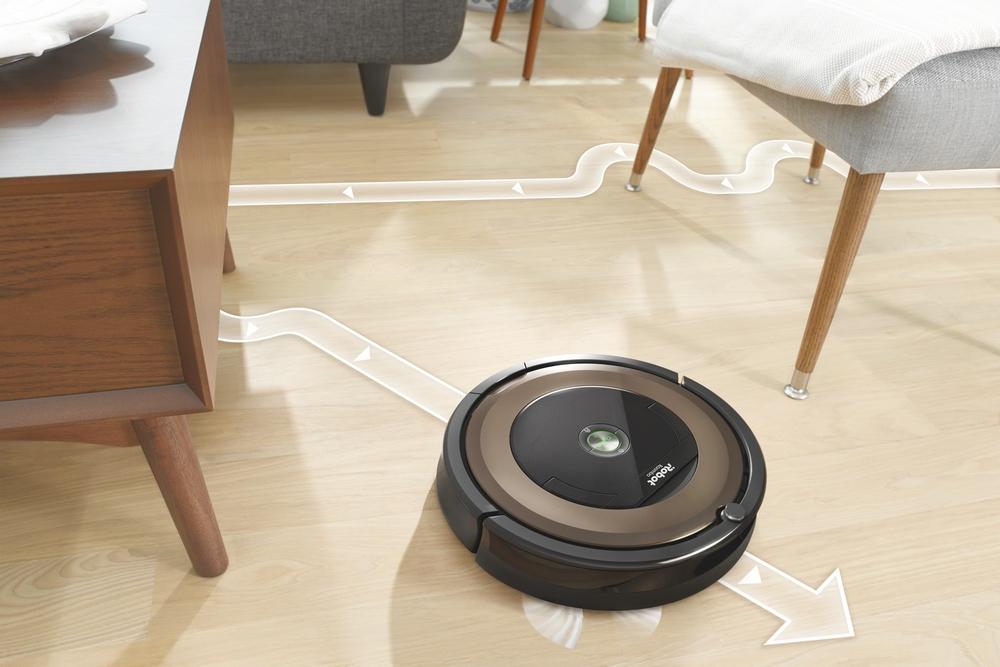 Пылесос с легкостью объезжает ножки стульев