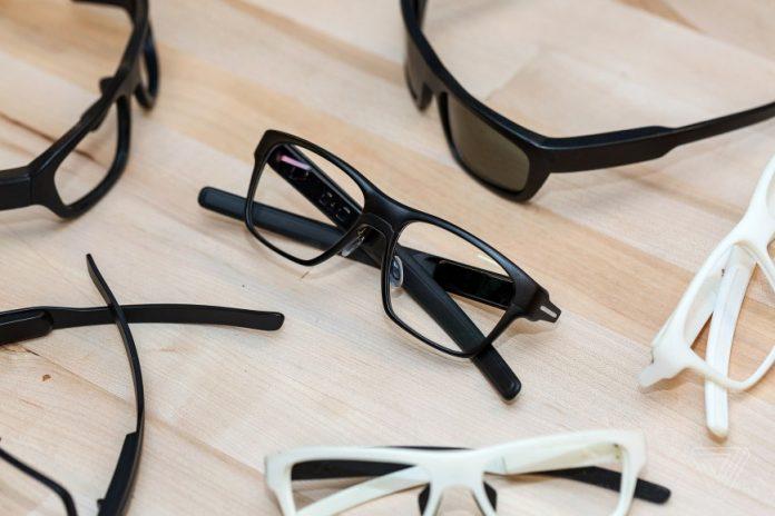Intel разработала умные очки которые внешне не отличишь от обычных