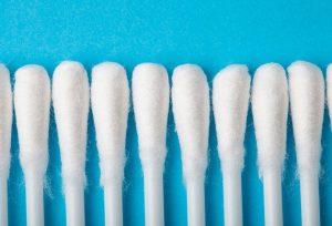 Как правильно почистить наушники?
