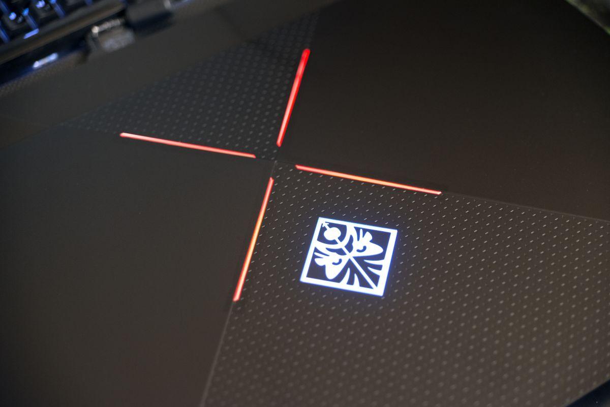 HP Omen X 17ap004ur - крышка с подсветкой