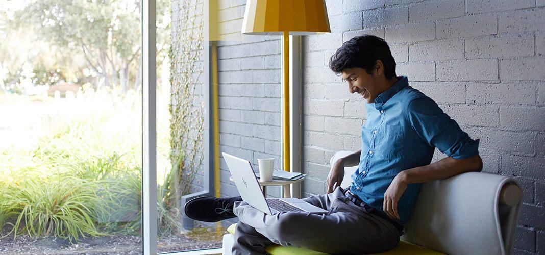 Для подключения к сети нужен только ноутбук - никаких телефонов или USB-модемов