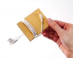 Как сложить наушники, чтобы они не путались