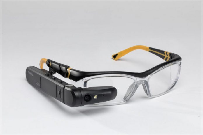 Представлены необычные смарт-очки с Windows 10