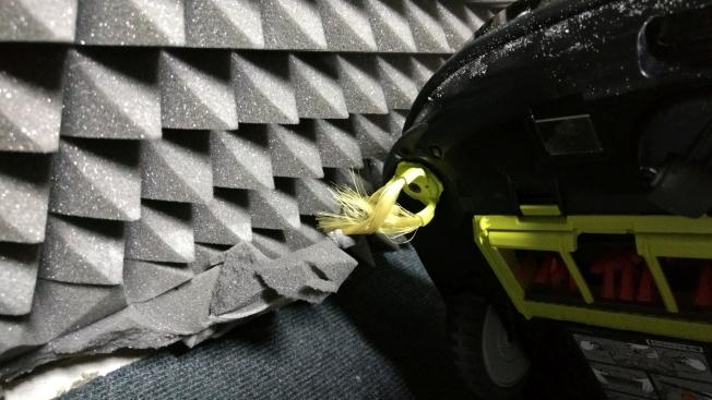 Боковые щетки робота-пылесоса LG VRD710RRC впиваются в мягкие материалы
