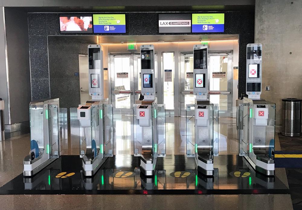 e-Gate в аэропорту Лос-Анджелеса