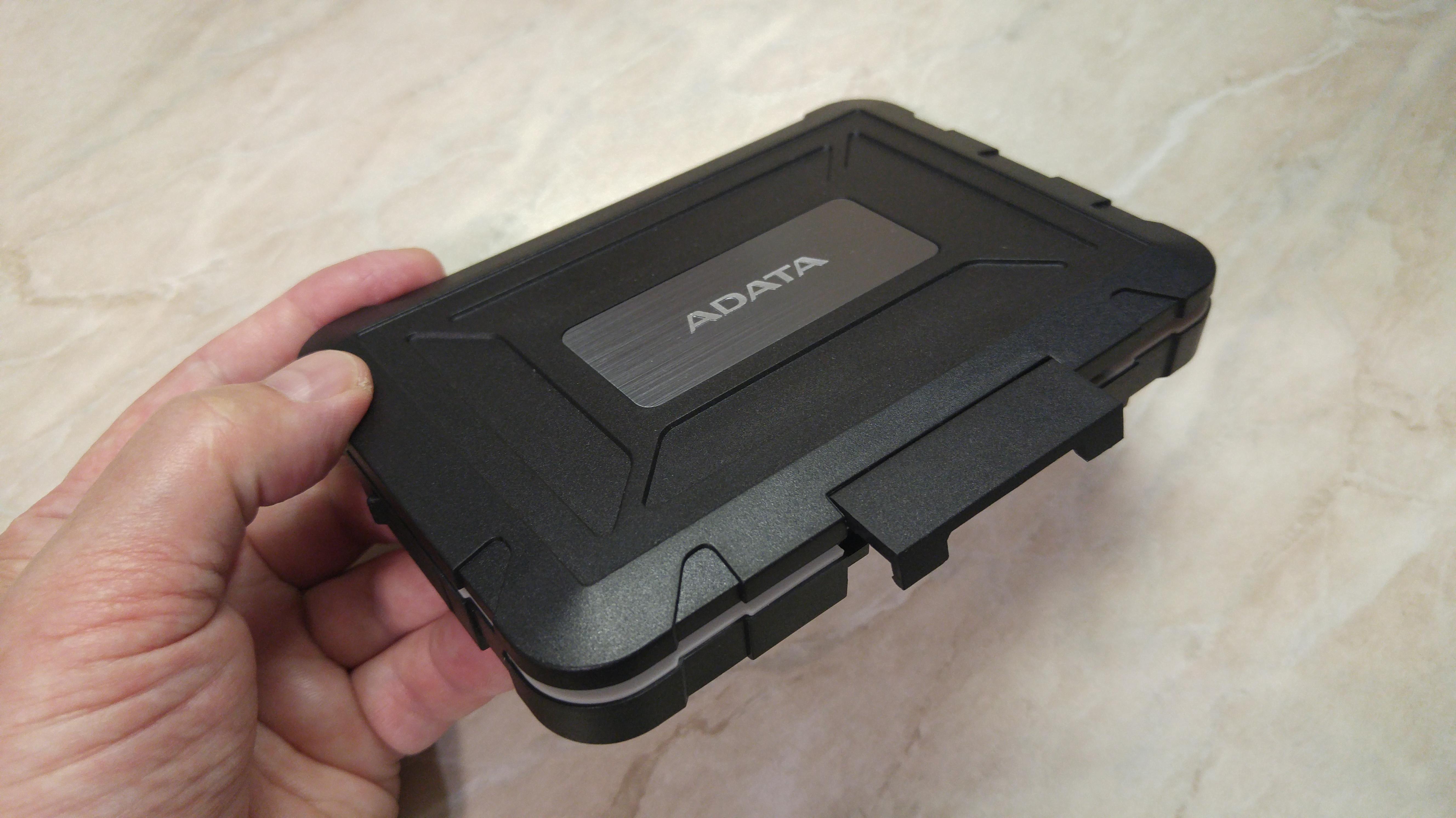 Защищенный бокс для SSD: ADATA ED 600