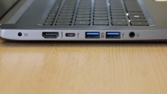 Четыре USB-порта, один из которых USB 2.0, два USB 3.0 и один USB 3.1 Typ-C, а также SD-кардридер, дополняют набор интерфейсов