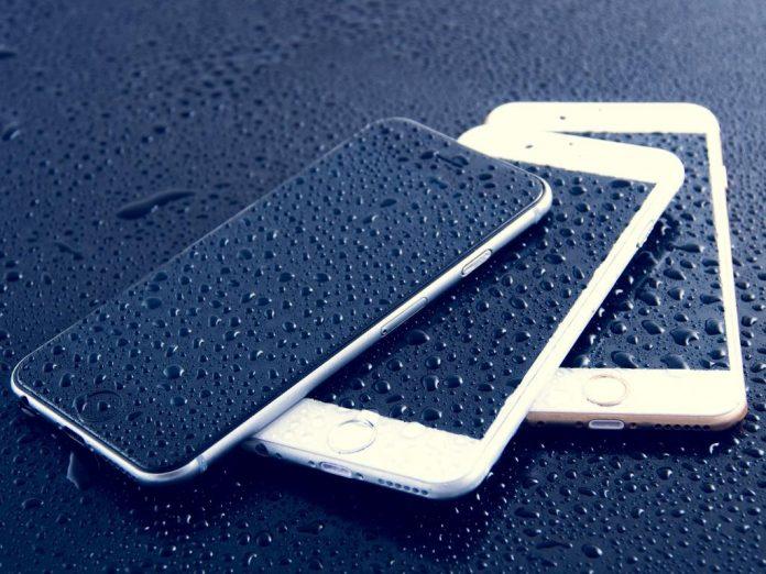 Названы смартфоны с лучшей и худшей защитой от воды