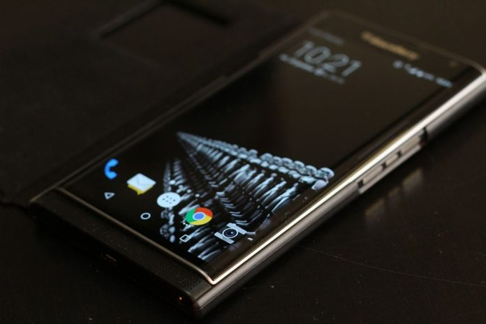 Поставщика BlackBerry и Android-смартфонов арестовали за работу на наркокартели