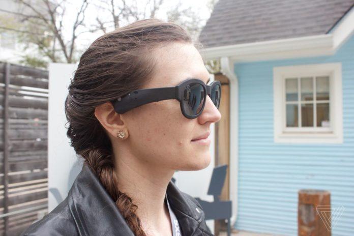 «Говорящие» очки: разработчики хотят отвести взгляд людей от экранов