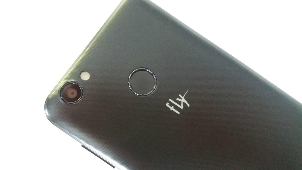 Танк в мире смартфонов: обзор Fly Power Plus XXL с огромной батареей