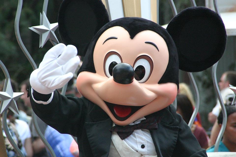 Гуляем по Disneyland, не вставая с дивана: секреты Google Maps
