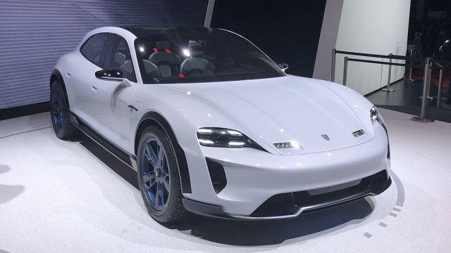 Porsche презентовала новую версию «убийцы» Tesla