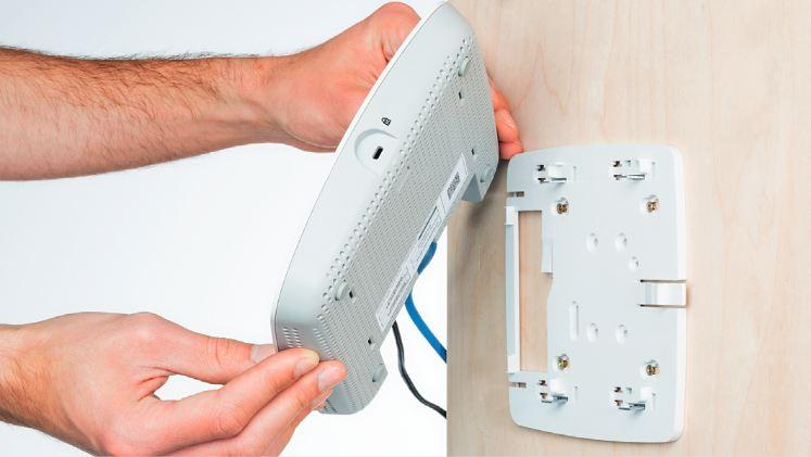 Для решения проблем с беспроводной сетью можно использовать точку доступа, расположив ее вблизи зоны с плохим покрытием. Правда, это устройство требует проводного подключения к роутеру