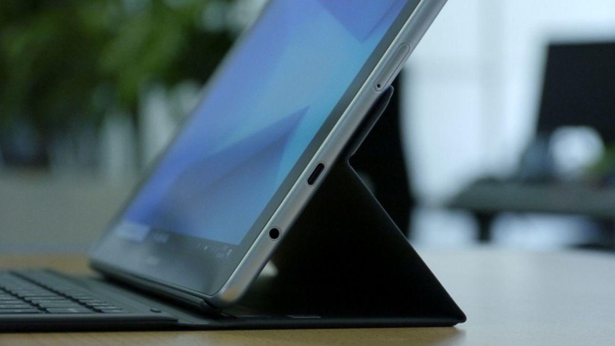 Кому бликующий дисплей не помешает, тот в лице Galaxy Book получит мобильное и недорогое устройство формата «2 в 1»