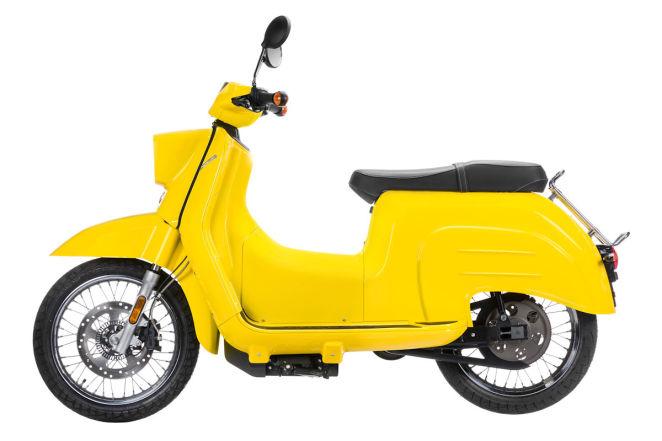 Эта желтая краска стоит дополнительно 10 000 рублей к уже немаленькой сумме в € 415 000 рублей