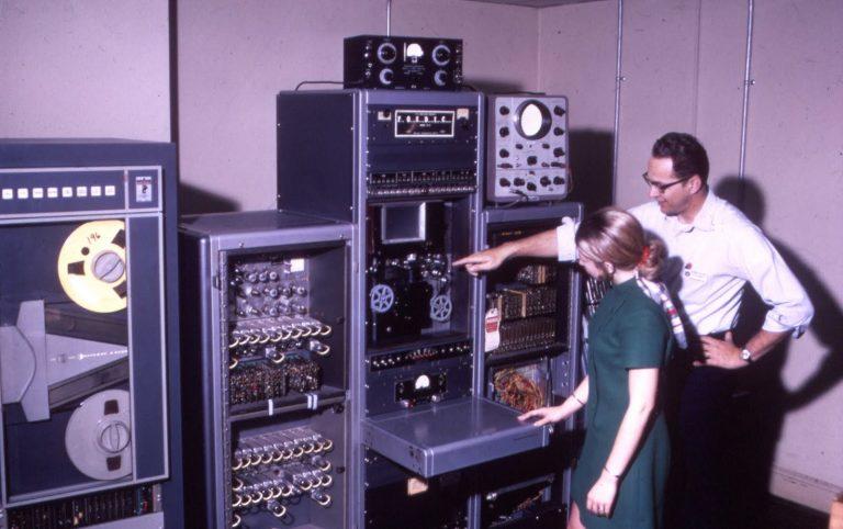 Компьютер середины 60-х