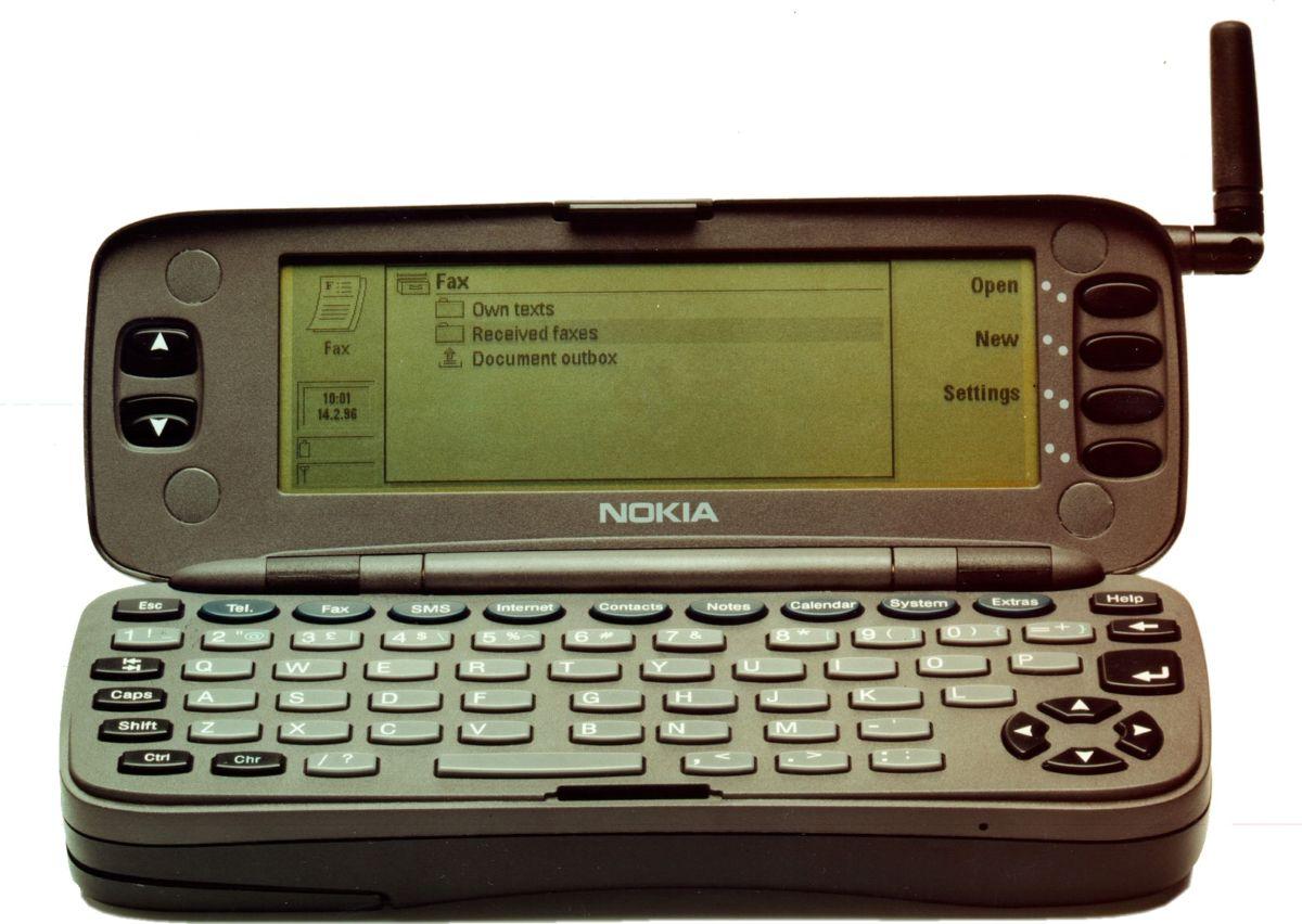 Эволюция мобильника: чем дальше, тем интереснее