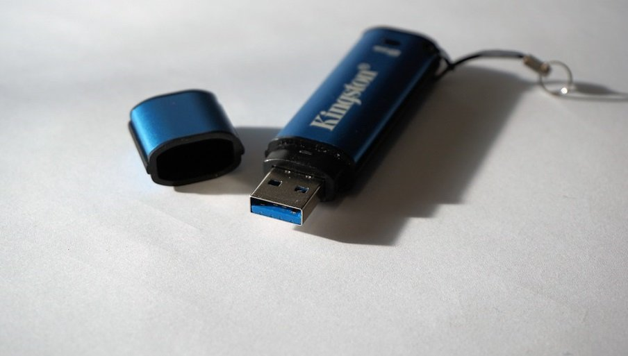 Извлекать USB-флешку безопасно – для чего это нужно?