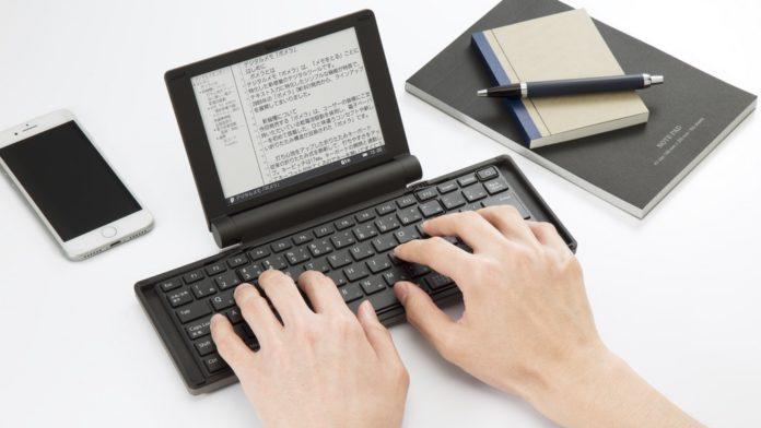 Рomera — необычная складная электронная пишущая машинка с E Ink-экраном