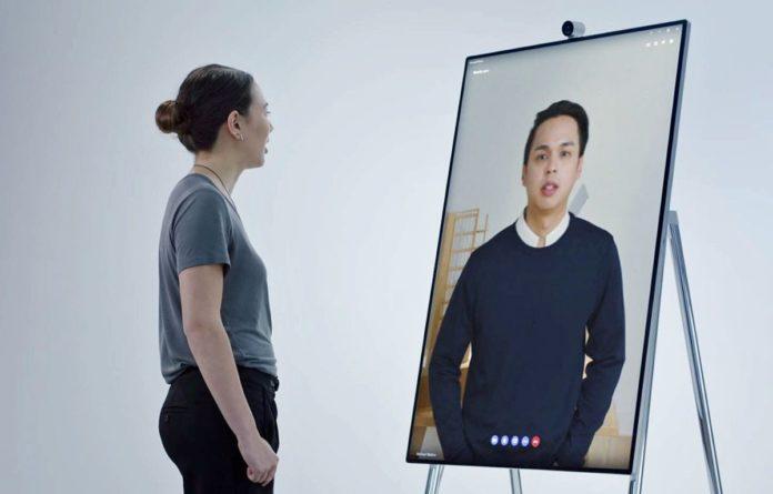 Microsoft анонсировала гигантский 50,5-дюймовый планшет