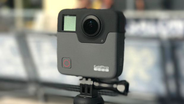 Новая GoPro Вдвое больше известной модели GoPro, что не удивительно, ведь у нее два объектива