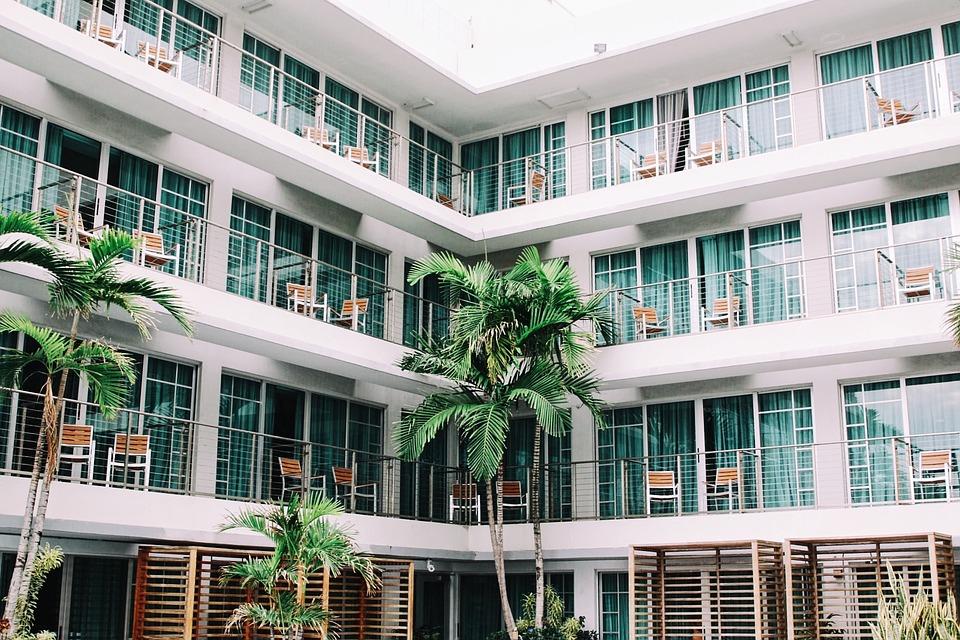 Готовимся к отпуску: обзор сервисов по поиску отелей