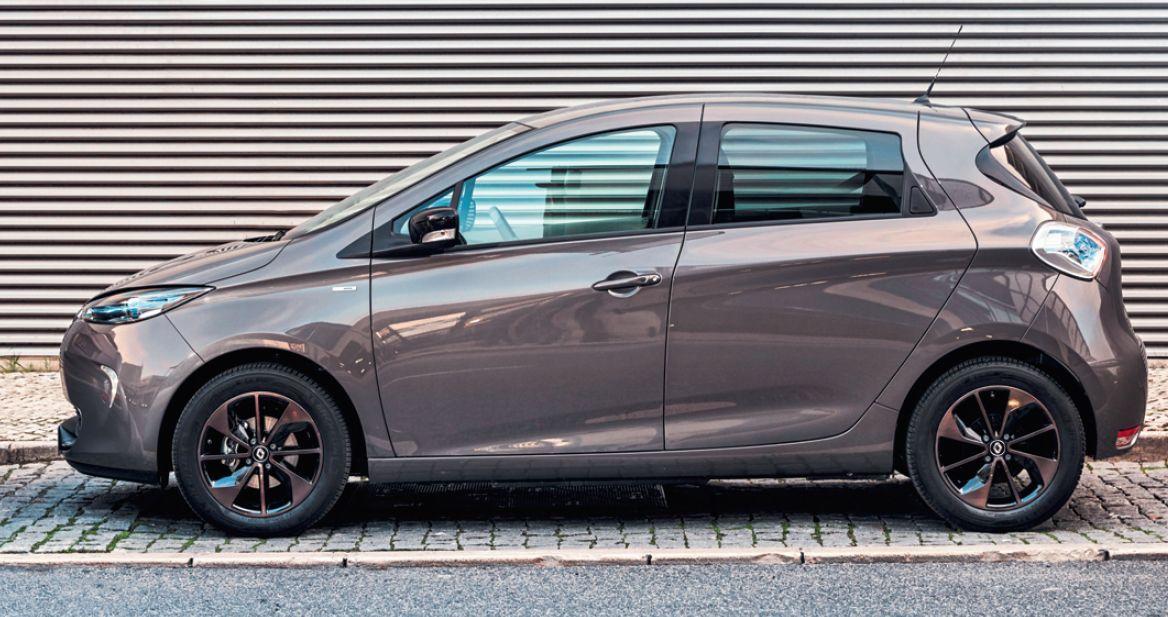 Маленький = нерентабельный. У таких автомобилей, как Renault Zoe (на фото) и Kia NIRO, наценка за электропривод настолько высока, что она не окупается в процессе эксплуатации