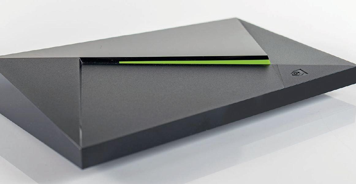 Консоль NVIDIA Shield TV — один из вариантов совмещения игровой приставки и мощного плеера для 4K-контента