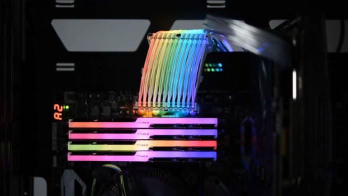 Мечта гика: первый в мире кабель питания с подсветкой