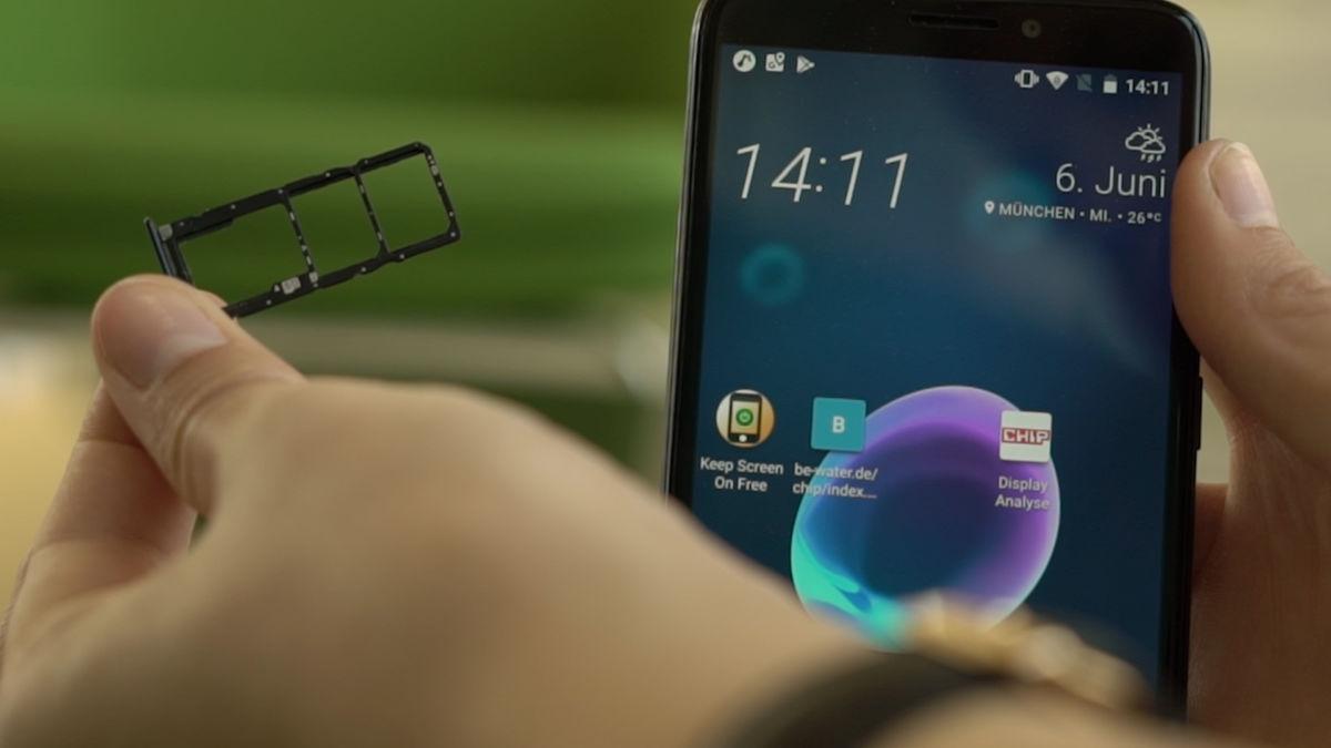 Практично: у HTC Desire 12 есть место для двух SIM-карт, а также для Micro-SD-карты памяти