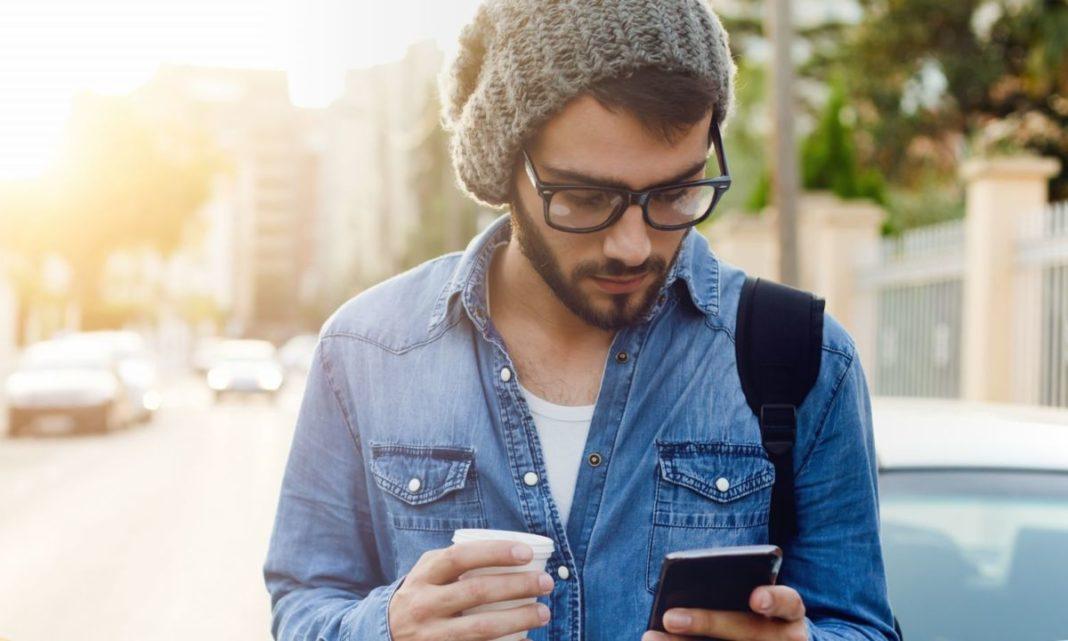 В Китае создана дорожка для уткнувшихся в смартфон