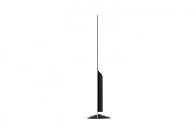 Сам по себе дисплей LG OLED 55E8L имеет толщину всего 5 мм, но за панелью спрятана остальная техника, которая добавляет общей глубине устройства добрых 5 сантиметров