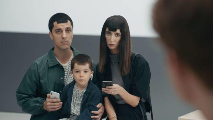 Samsung высмеял iPhone в очередной раз