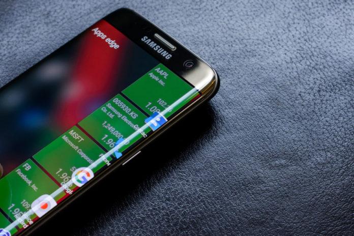 Samsung приступает к выпуску гибких дисплеев для смартфонов