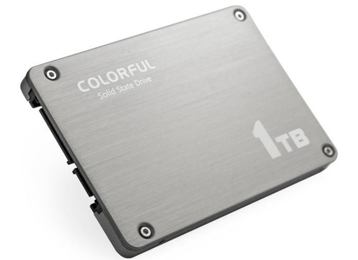 Терабайтный SSD-накопитель SL500 Boost весит всего 80 г.