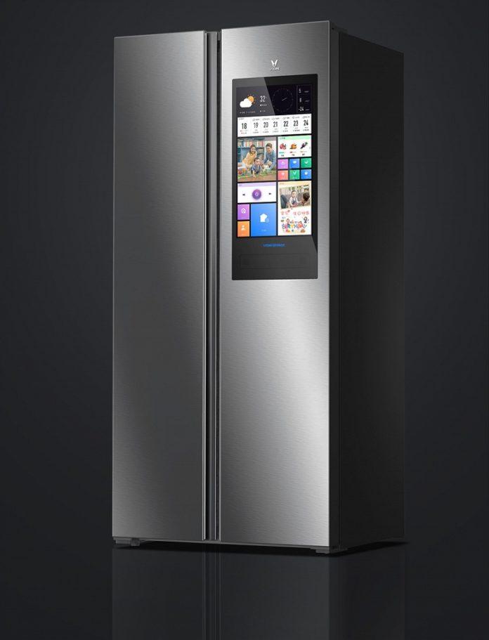 Умный холодильник от Xiaomi получил огромный экран и голосовое управление