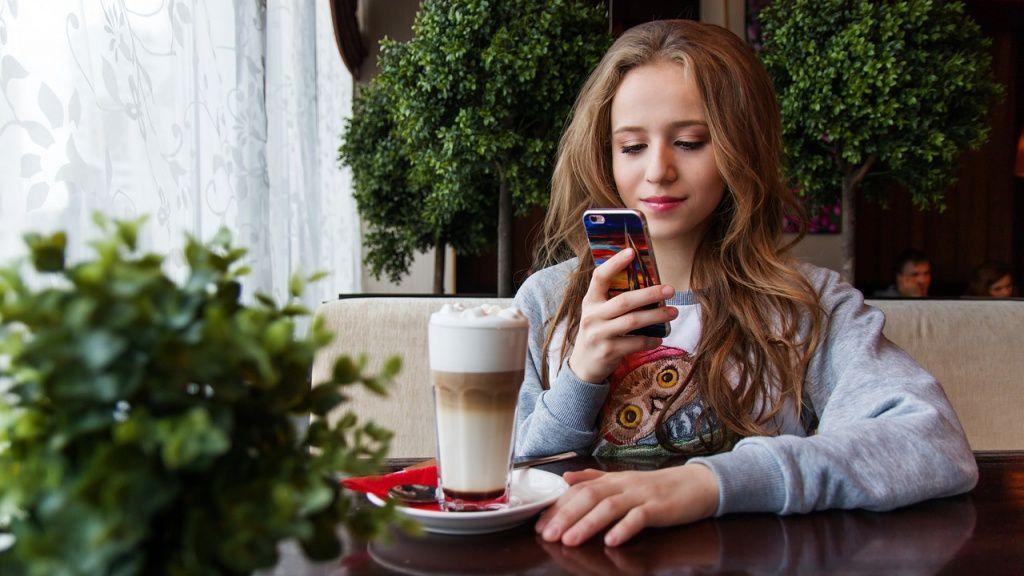 Смартфоны вредны для глаз: правда или миф?
