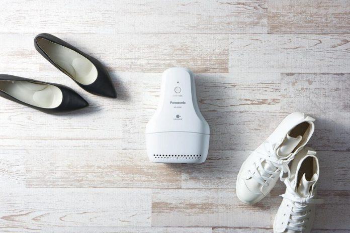 Panasonic придумала гаджет, избавляющий обувь от неприятного запаха