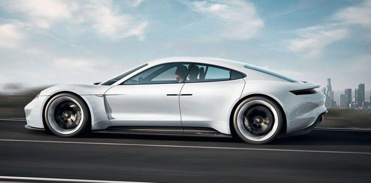 С 2019 года Porsche Mission E станет первым из доступных для покупки автомобилей, заряжающийся на колонках 350 кВт