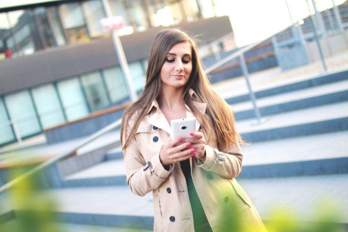22% россиян не могут расстаться со смартфоном даже в душе