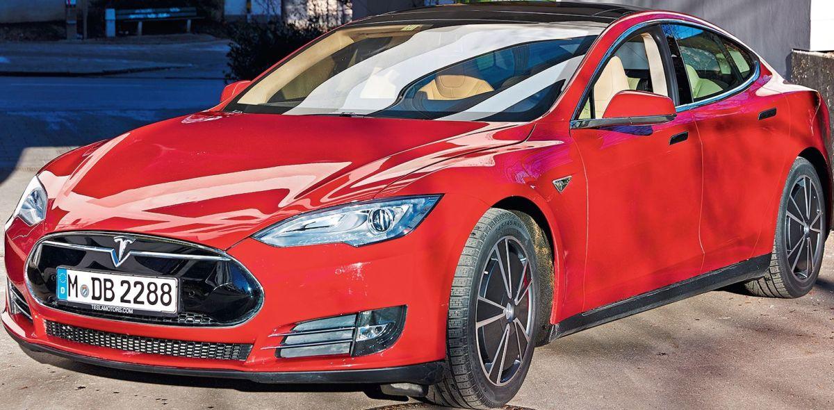 Емкости аккумуляторов лучших моделей Tesla позволяют проехать несколько сотен тысяч километров — этим и объясняются поразительно высокие цены на автомобили с большой дальностью