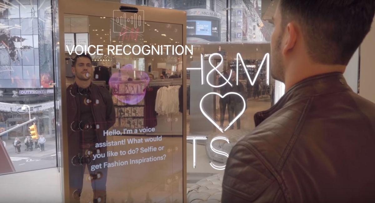 Microsoft разработала умное зеркало для магазина одежды