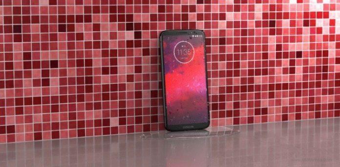 Смартфон Motorola Moto Z3 оказался мощнее и дешевле предшественника