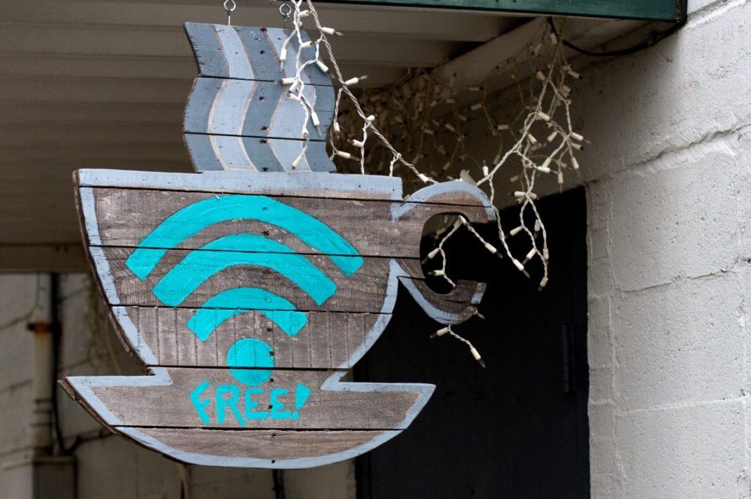 Насколько опасно подключаться к общественному Wi-Fi?